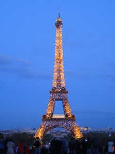 Eiffel Tower light up