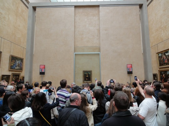 Crowd at Mona Lisa