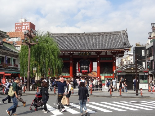 The Kaminarimon (Outer gate) that leads to Senso-ji Temple