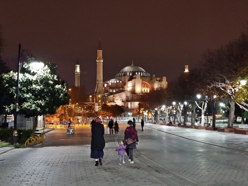 Evening stroll at Sultan Ahmet Square